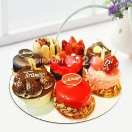 Ассорти из пирожных (7)