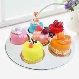 Ассорти из пирожных (9)