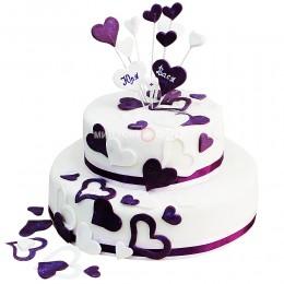 Торт свадебный в два яруса, украшенный разнообразными сердцами