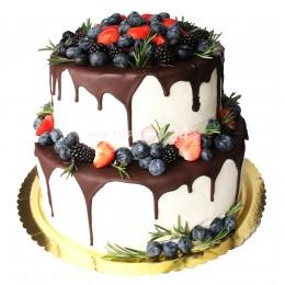 Торт праздничный в два яруса, украшенный разными свежими ягодами
