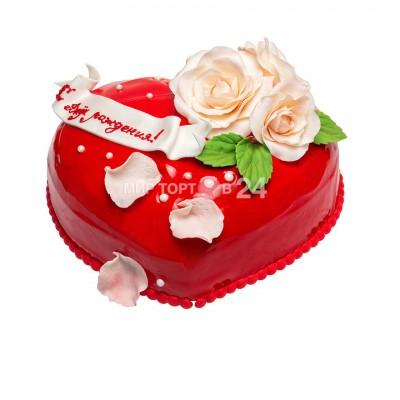 Торт праздничный в форме сердца с розами на день рождение
