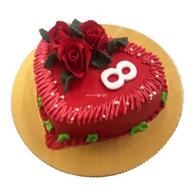 Торт праздничный в форме сердца на 8 марта с алыми розами