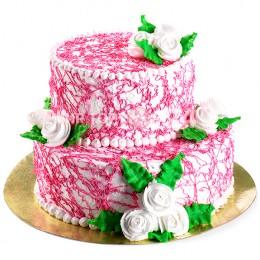 Торт свадебный в два яруса, политый ярким кремом и украшенный бутонами белых роз