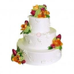 Торт свадебный в три ярусас узорами и бутонами цветов роз и тюльпана