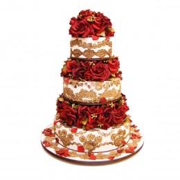 Торт свадебный в три яруса, украшенный золотичтыми узорами и алыми розами