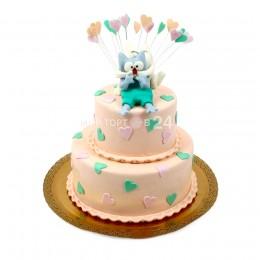 Торт праздничный в два яруса с маленькими сердецками и двумя фигурками