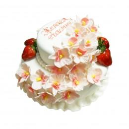 """Торт праздничный в два яруса с цветами и свежей клубникой """" На счастье"""""""