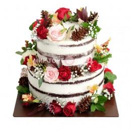Торт свадебный бисквитный с фигурками шишек и цветов из мастики