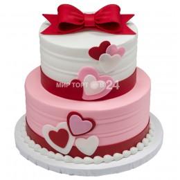 Торт детский в два яруса с сердечками по бокам и бантом на верхнем ярусе