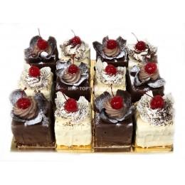 Ассорти из пирожных