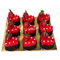 Пирожное Ассорти из пирожных на день Святого Валентина