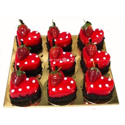 Заказать Ассорти из пирожных на день Святого Валентина