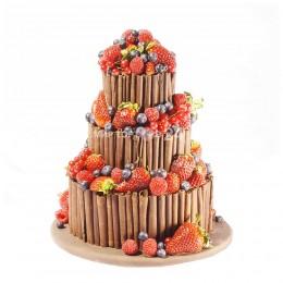 Торт свадебный шоколадный с ягодами