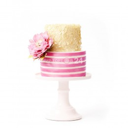 Торт свадебный бело-розовый с цветком