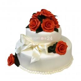 Торт свадебный с красными розами