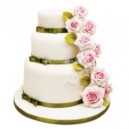 Торт свадебный с зелеными лентами и цветами