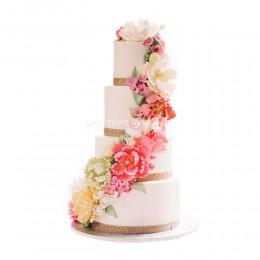 Торт свадебный с разнообразными цветами