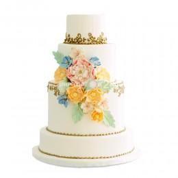 Торт свадебный с золотыми узорами и цветами