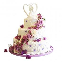 Торт свадебный с цветами и фигурой