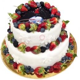 Торт праздничный двух ярусный с ягодами и снежинками по бокам