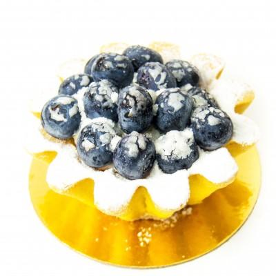 Радуйте себя и близких вкусным пирожным корзина с клубникой