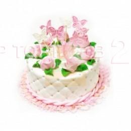 Торт розово-белый с цветочками и бабочками