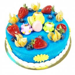 Торт детский с клубникой, физалисом и макаронами