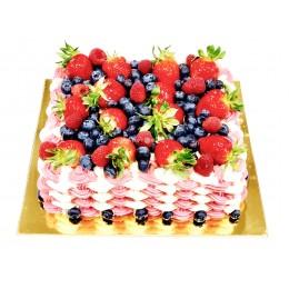 Торт праздничный квадратный с клубникой и голубикой