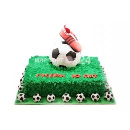Торт праздничный  на чемпионат мира по футболу фигуркой мяча и кроссовок
