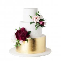 Торт свадебный  золотисто-белый с бутонами цветов