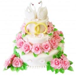 Торт свадебный с розами и лебедями