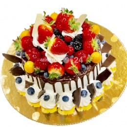 Торт праздничный с ягодами