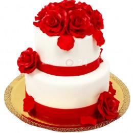 Торт свадебный белый с алыми розами
